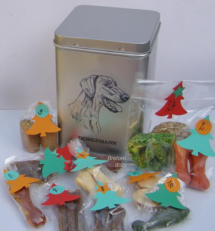 Dobrman - adventní kalendář pro psy 33 kusů pamlsků / 550 g